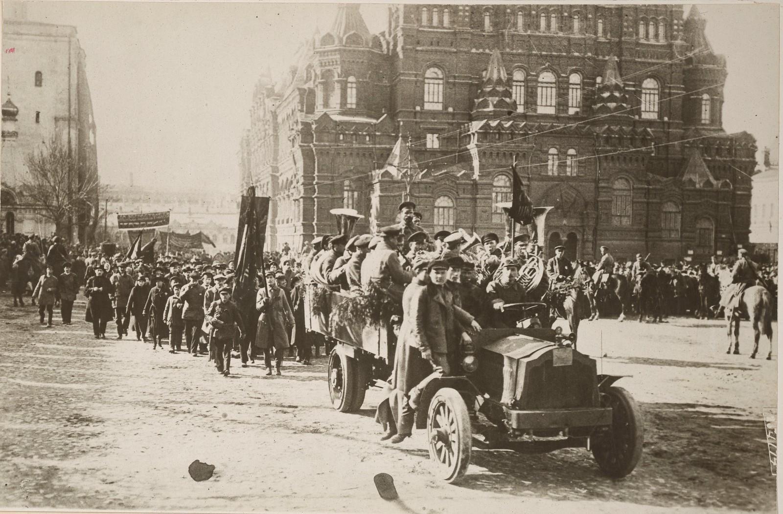 13. Первомайская демонстрация на Красной площади