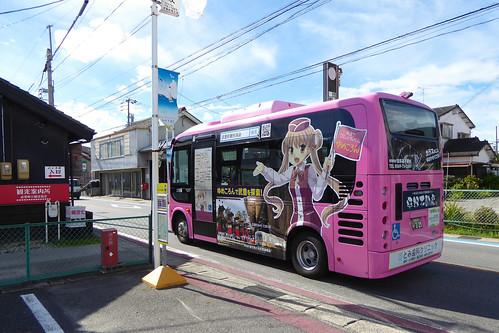 武豊町内を巡るコミュニティバス「ゆめころん」 2016年より車体には「知多娘。」の武豊乙姫が大きく描かれて圧巻