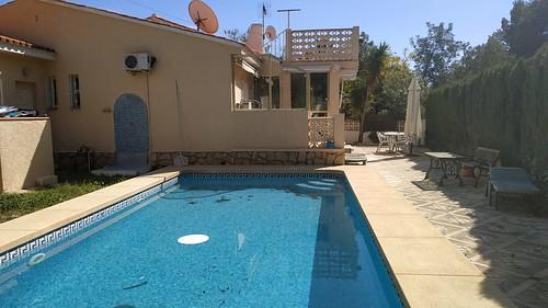 Fabuloso chalet independiente con 500 m2 de parcela y toda la vivienda distribuida en una planta. Dormitorios dobles, exteriores, muy soleados.