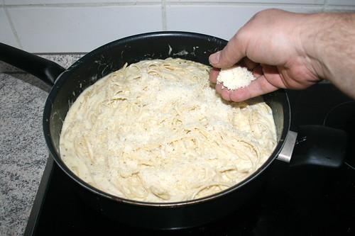 53 - Parmesan einrühren / Stir in parmesan