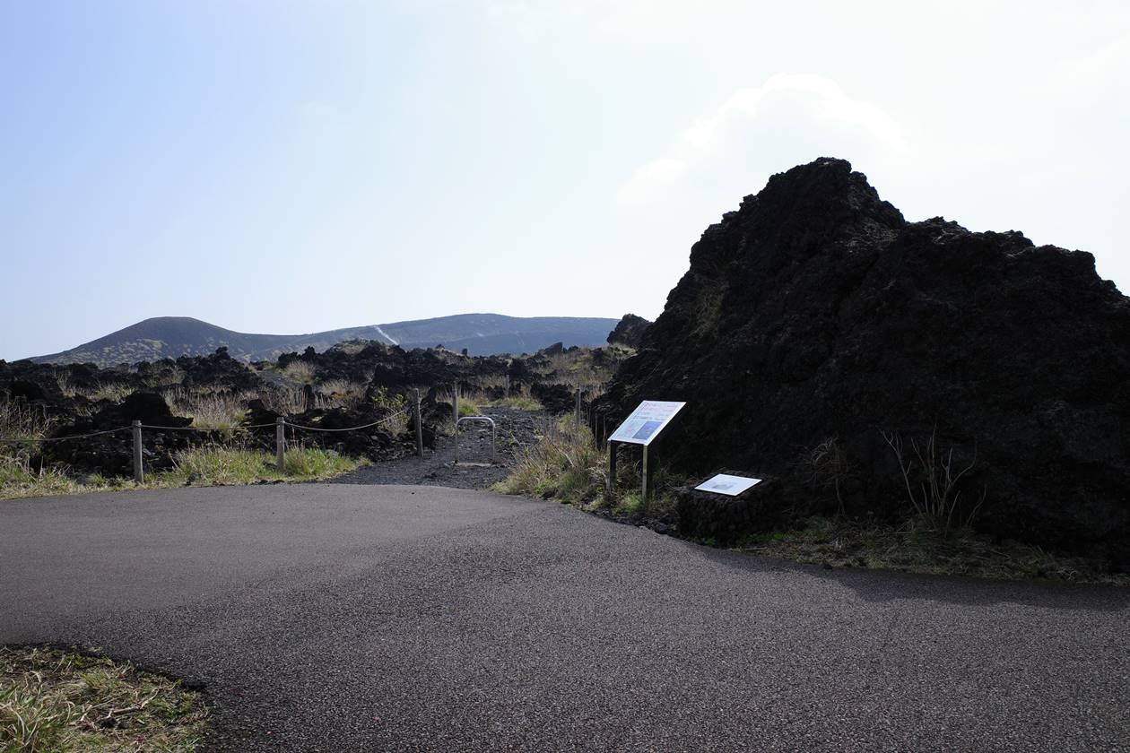 伊豆大島三原山登山 頂上コース火口周回入口