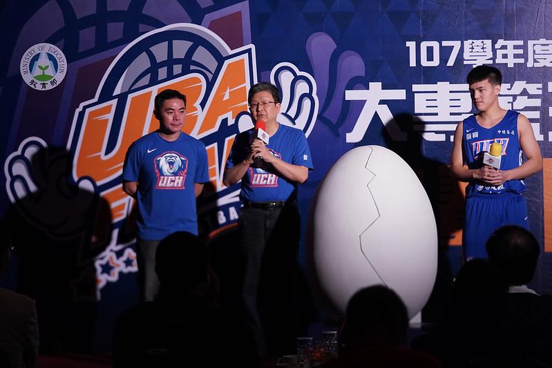 健行科大教練劉孟竹、主任秘書李衍博及林俊吉出席記者會。(大專體總提供)