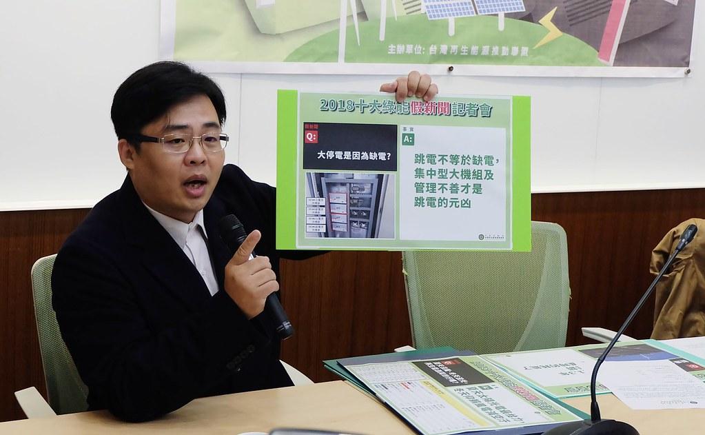 映發科技總經理李喆龍澄清光電有毒、815停電是缺電等消息。攝影:陳文姿