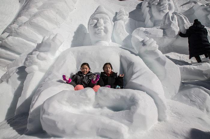 45899786115 190f54681b o - Дети весело проводят время на снежном фестивале в Тхебеке, провинция Канвон
