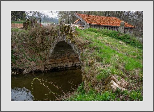 Die alte Steinbrücke über die Rott (The old stone bridge over river  Rott)