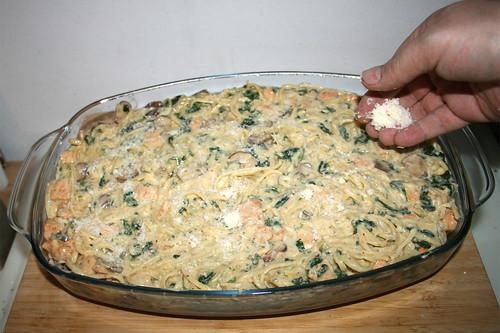 59 - Mit restlichen Parmsan bestreuen / Dredge with remaining parmesan