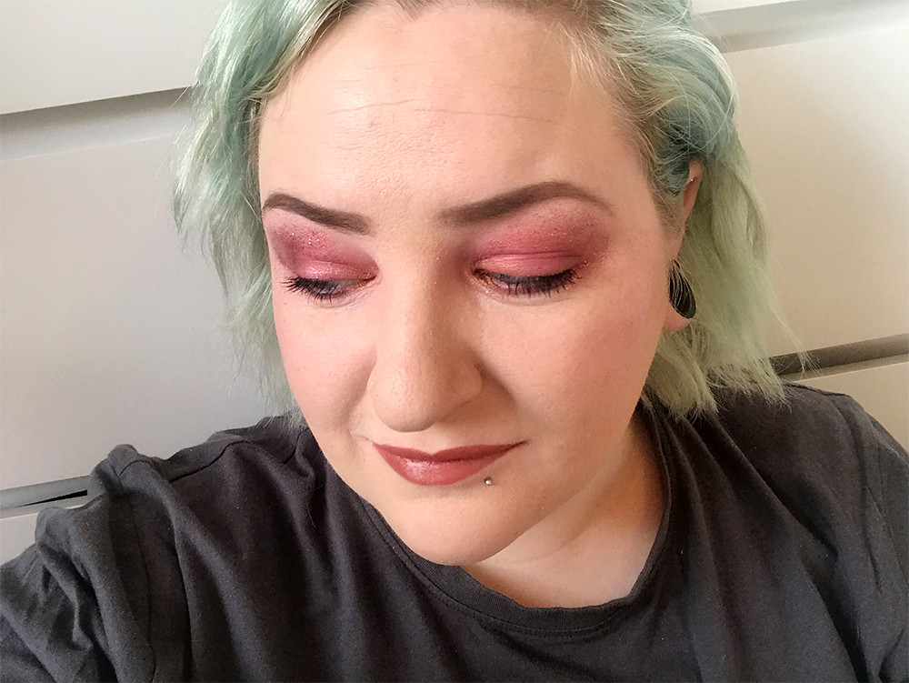 Berry Eye Shadow FOTD Glitter Makeup Look Nude Lips