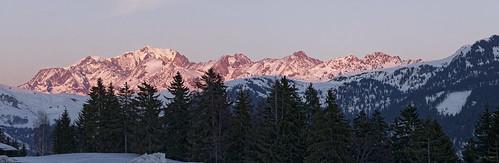Massif du Mont Blanc au soleil couchant