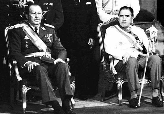 Stroessner (esq.) com Augusto Pinochet, ditador chileno responsável pela morte de 30 mil pessoas - Créditos: Weaponews/Reprodução