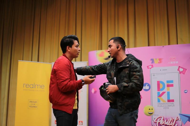 Izzue Islam bersama peserta uji bakat lakonan UPM