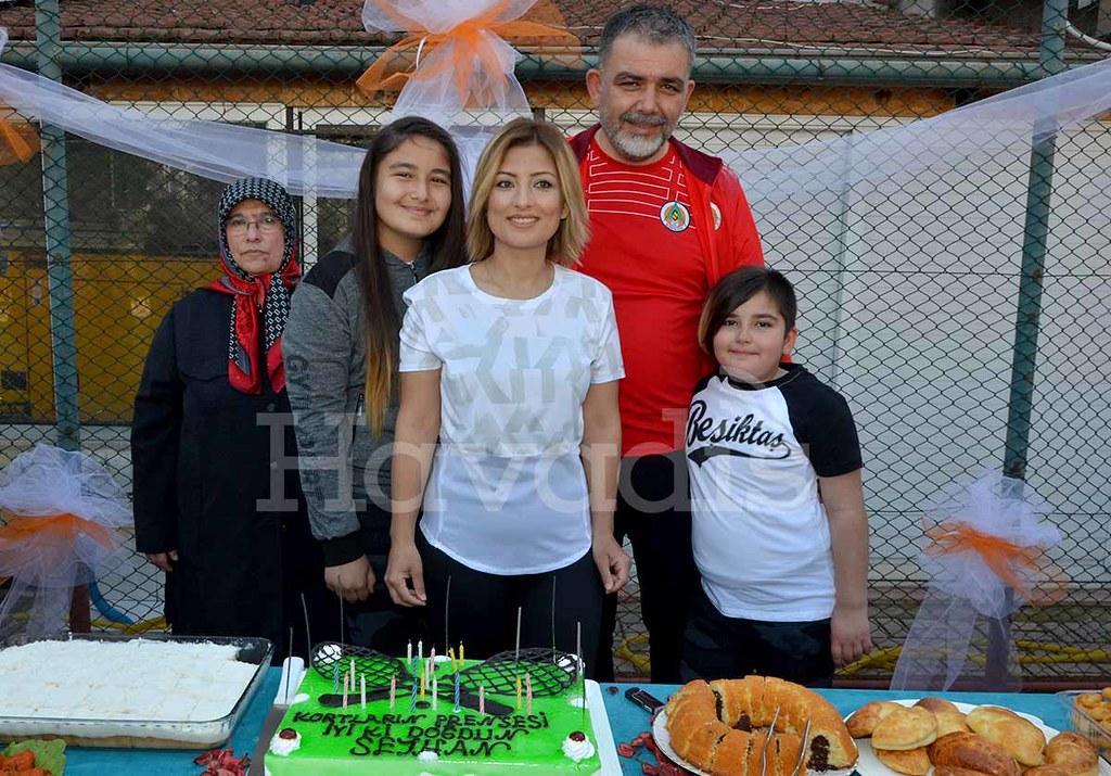 Melihat Akay, Bengisu Demir, Seyhan Demir, Ümit Demir, Zülal Demir.