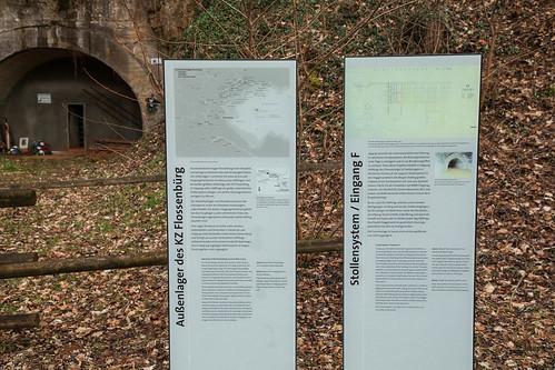 Infotafeln vor Eingang F des Doggerstollens