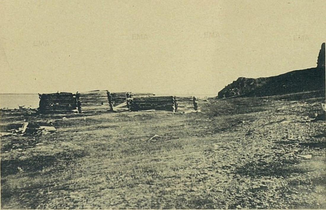 Избы Лаптева возле маяка