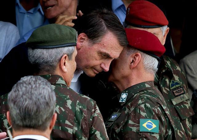 Resultado de imagem para bolsonaro e os militares
