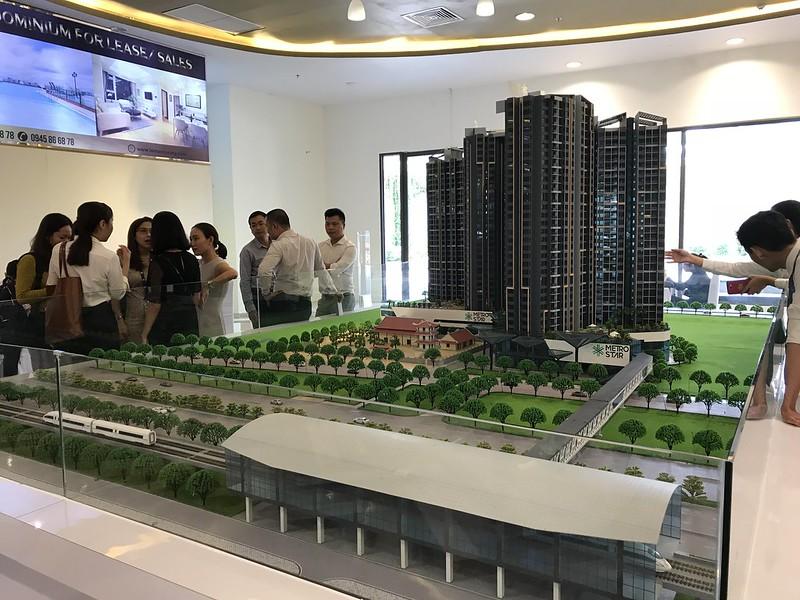Sa bàn to lớn đặt tại toà nhà Léman Luxury Apartments