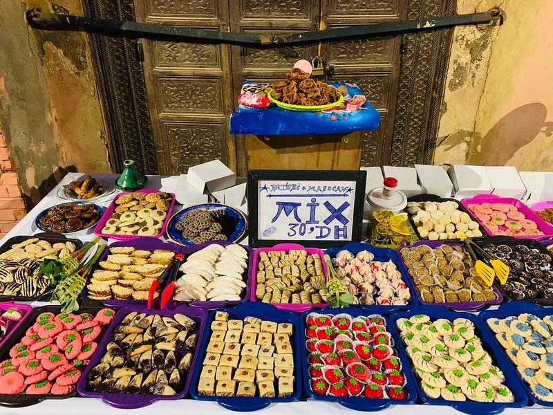 Banchetto di dolci tipici a Fès