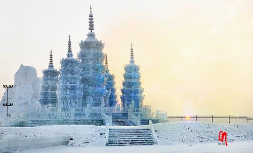 Phot.Harbin.Ice.World.Pagodas.01.010904.4088.jpg