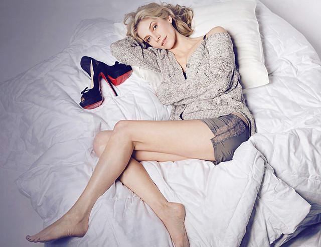 Elizabeth-Mitchell-Feet-352261