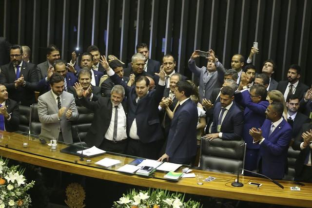 Troca de farpas entre Jair Bolsonaro e o presidente da Câmara dos Deputados, Rodrigo Maia (DEM), tem custado caro para o governo - Créditos: Valter Campanato/Agência Brasil