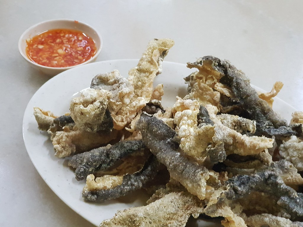 酥炸三文鱼皮 Crispy Salmon Skin rm$8.50 @ Hong Kee Wan Thun Mee 鴻記(廣式)竹昇雲 at Campbrll St, Penang