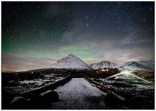 Aurora over Sgurr Mhairi from Sligachan Old Bridge | by muddybootsuk