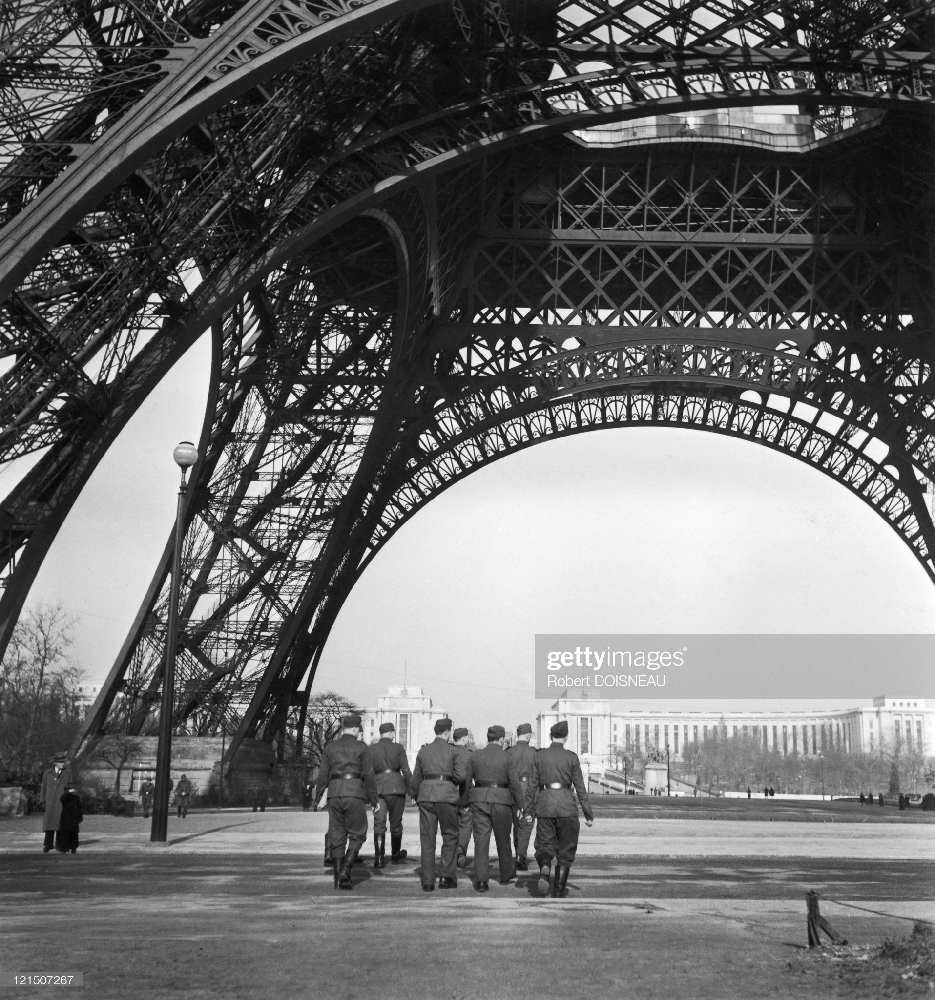 1940. Немецкие солдаты под Эйфелевой башней, 23 июня