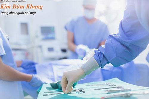 Phẫu thuật sỏi mật được chỉ định khi sỏi gây biến chứng cấp tính