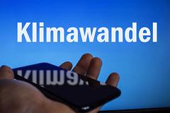 Klimawandel-auf-Bildschirm-und-Handy