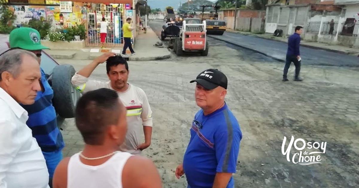 Recorridos de inspección de obras en varios sectores de la ciudad junto a dirigentes de la Federación de Barrios de Chone