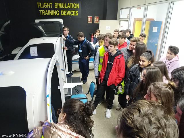 Visita de los alumnos del Colegio Maestro Ávila a la zona de simuladores de Adventia