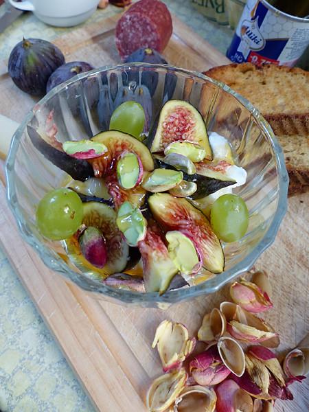 yaourt pistaches, miel et figues fraîches