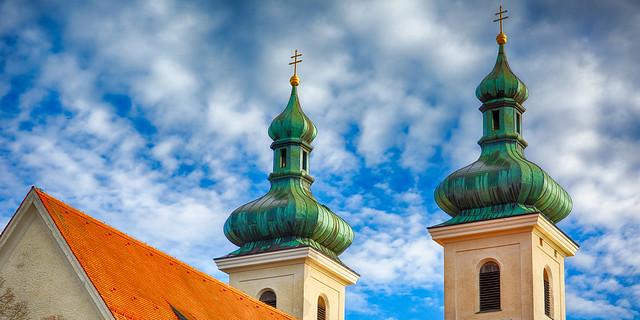 Bayerischer Weiß Blauer Himmel über Zwiebelturm, Tutzing