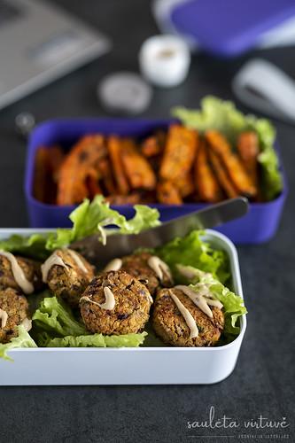 Falafeliai su Tahini padazu ir keptomis morkomis (6)