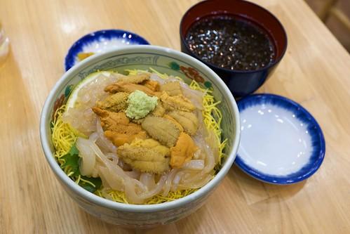 Rice bowl with sea urchin and squid sashimi / 生うに・いか丼 / 馬子とやすべ (北海道函館市)