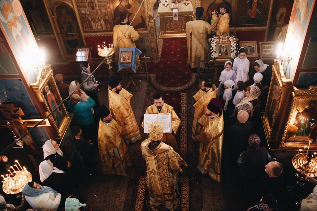 Преосвященнейший Иоанн, епископ Домодедовский, совершил Божественную литургию в храме святителя Тихона в Московском г. Москвы