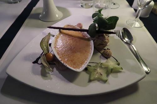 Crème brûlée und Walnusseis (als Nachtisch)