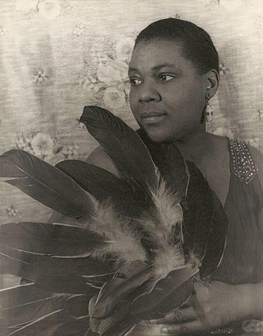 Bessie_Smith_(1936)_by_Carl_Van_Vechten