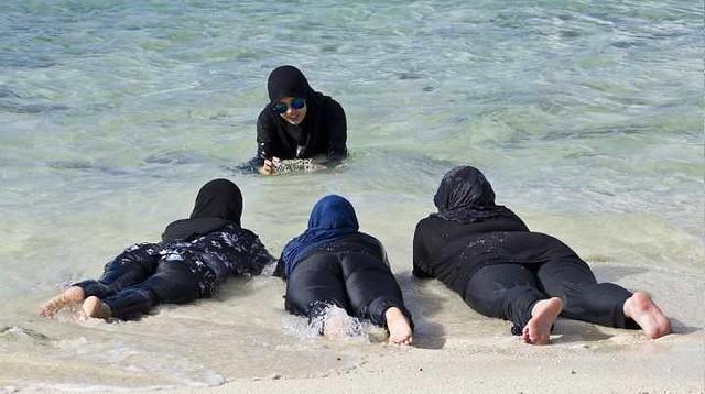 1223 Do women have to wear a Burqini (Bikini) for swimming in Saudi Arabia 05