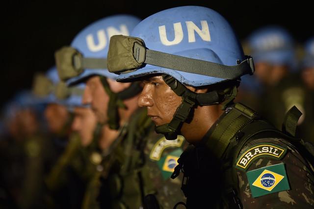 """Atuação no exterior teria formado uma """"casta"""" dentro das Forças Armadas brasileiras, segundo especialistas - Créditos: Hector Retamal/AFP"""