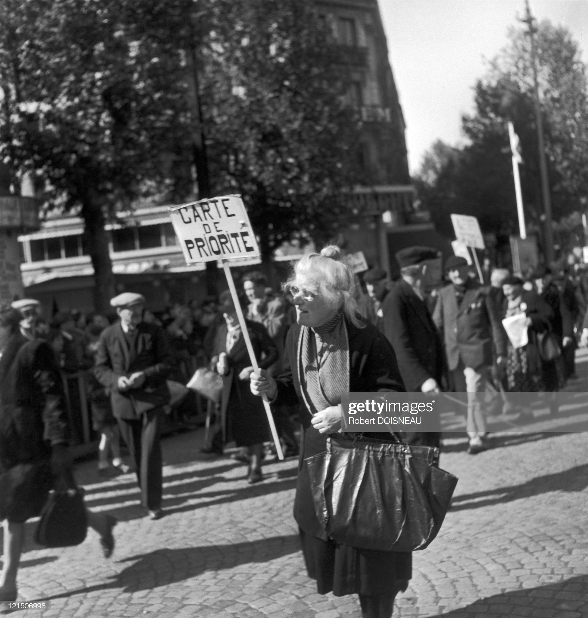 1949. Празднование Дня трудящихся на площади Бастилии 1 мая