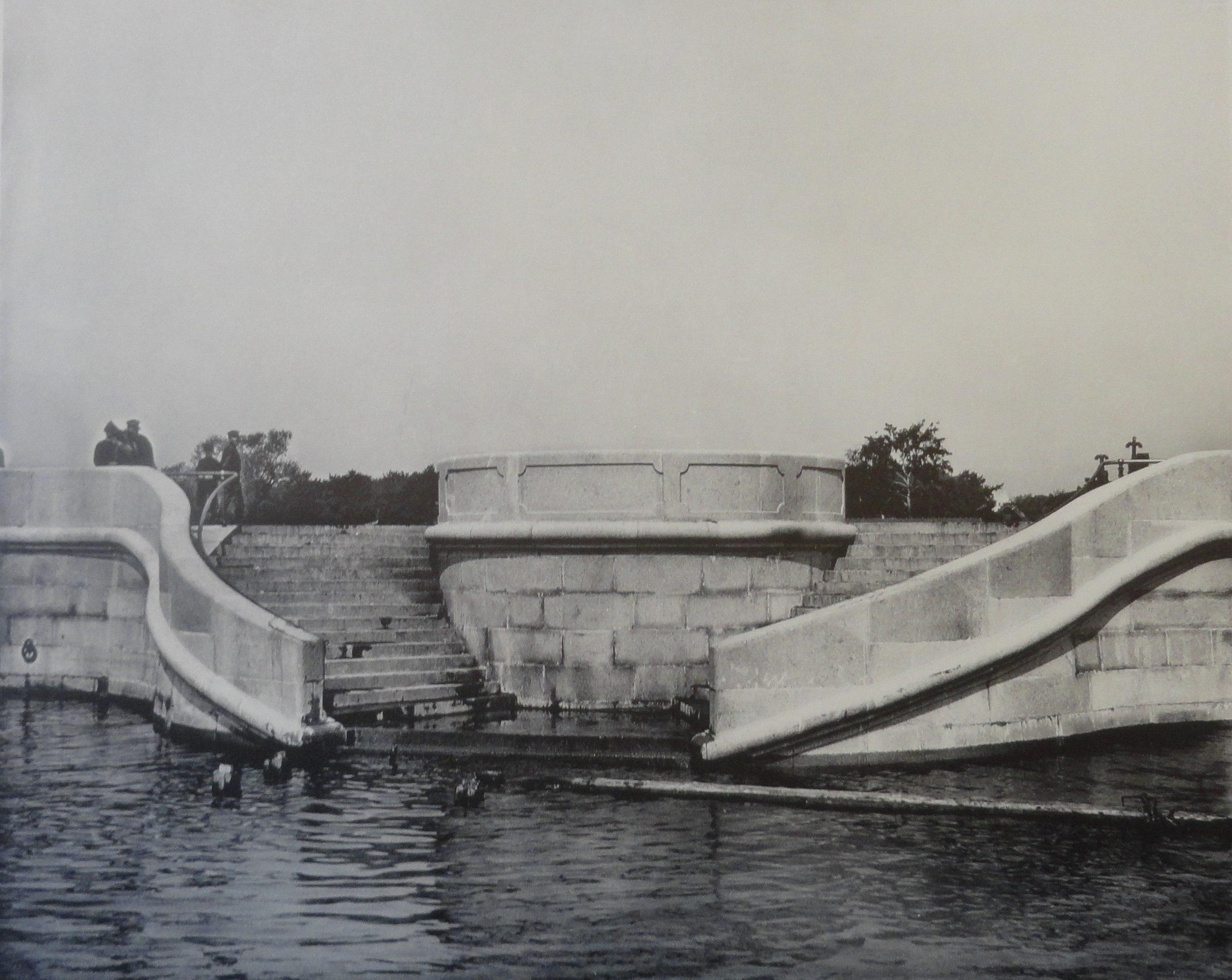 1903. Круглая лестница на новой набережной. Май