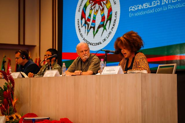 Abertura da Assembleia Internacional dos Povos celebra resistência dos venezuelanos