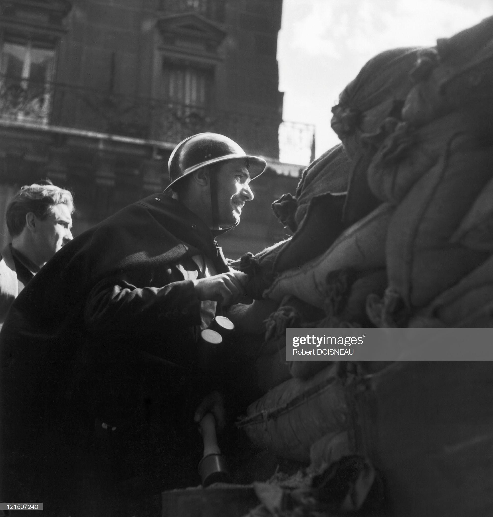 1944. Бойцы Сопротивления на баррикаде