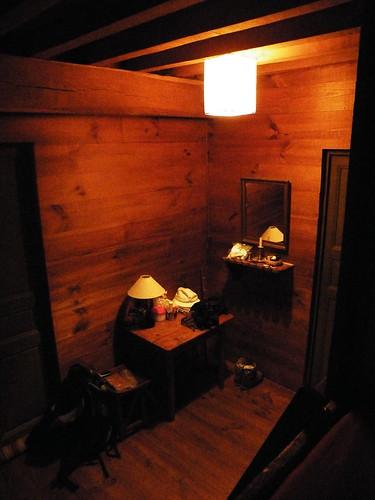 20090531 002 1110 Jakobus Maslacq Cambarrat Pilgerrast Bett Tisch Stuhl Lampe