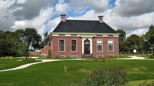 Groningen: Nijenklooster farmhouse
