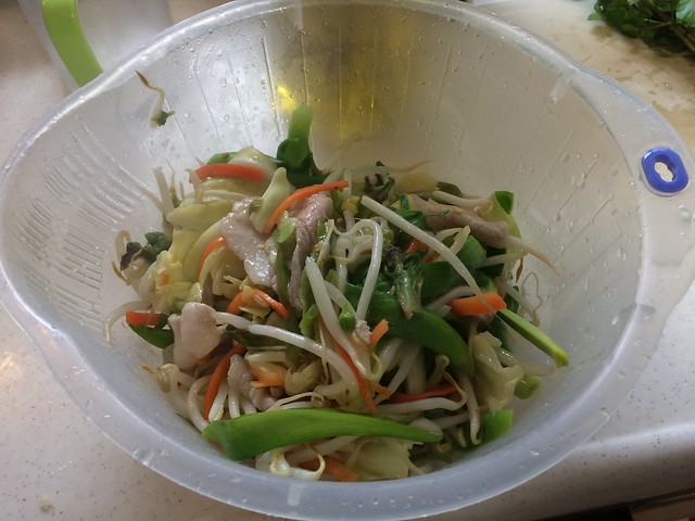 Fried noodles with wild herbs