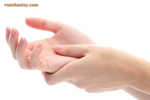 Run tay từ nhỏ có thể xảy ra do nhiều nguyên nhân với tính chất nặng dần theo thời gian