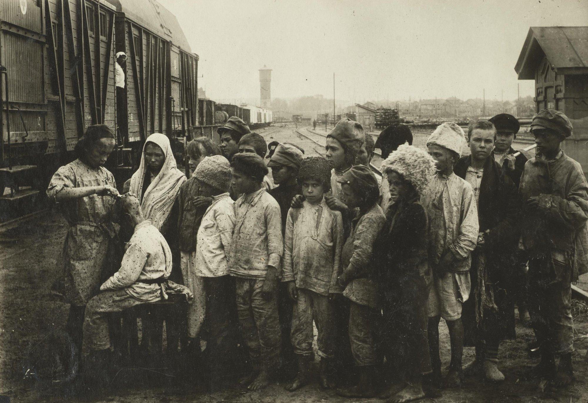 Санитарная обработка детей. Самарская губерния