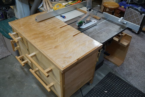 My completed table saw outfeed table