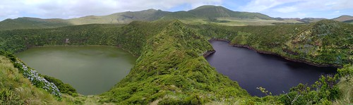 Two-color lakes on Flores, Atlantic